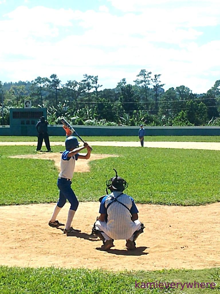 młodzi Kubańczycy grają w Vinales